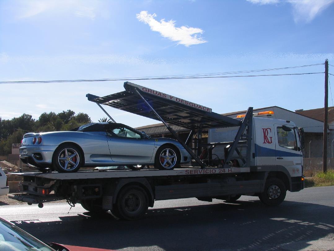 Grúa plataforma para transpoorte coches deportivos Ferrari Lamborghini Maserati Porsche Corvette